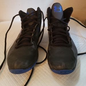 Under Armour shoes Boys size 5.5y, Used